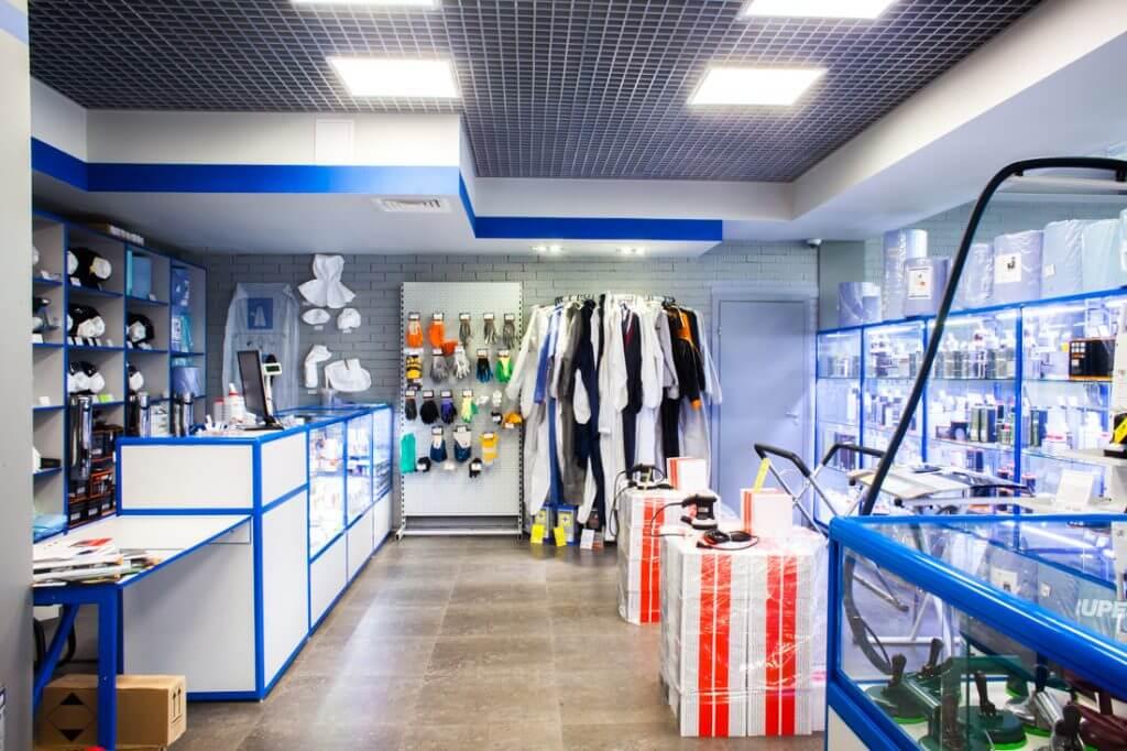 оборудование и инструменты в магазине АВТОрефинишер на 1-ом этаже